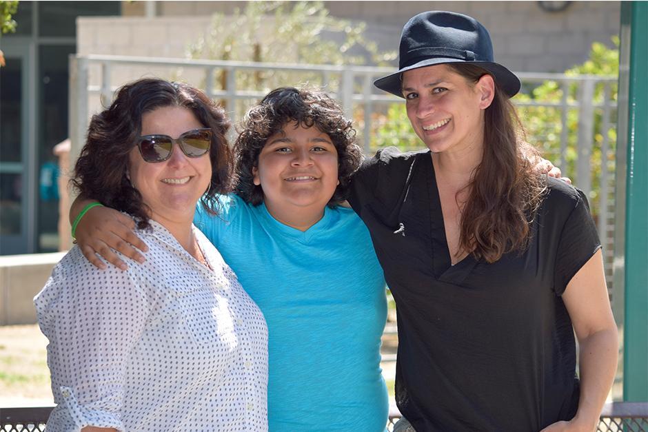 """Juliocésar Chávez con la directora y la productora de """"Fat Camp"""" al concluir una de las fases de post-producción de esta cinta. (Foto: vozinmigrante)"""