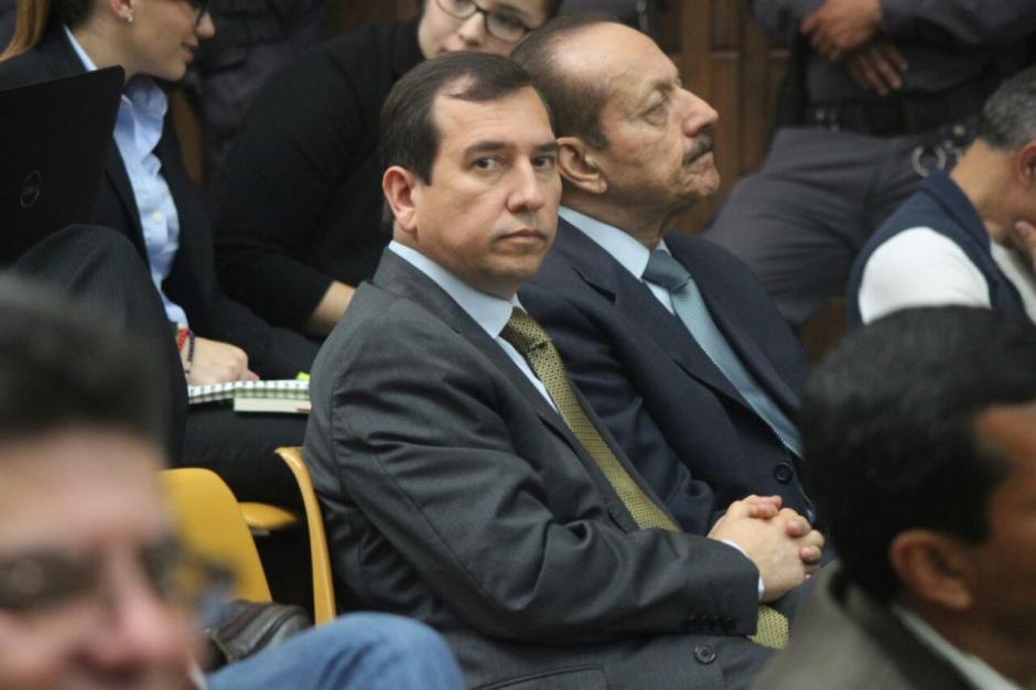 """Julio César Aldana Franco """"el banquero"""" de Baldetti escucha la defensa de su abogado. (Foto: Alejandro Balán/Soy502)"""