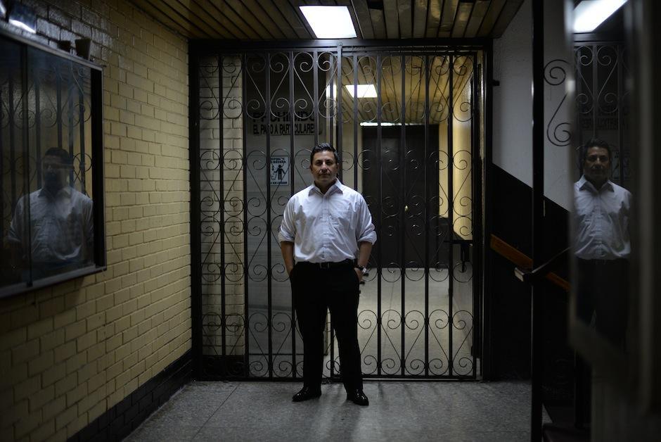 Julio Prado divide su vida entre el derecho y la escritura. (Foto: Wilder López/Soy502)