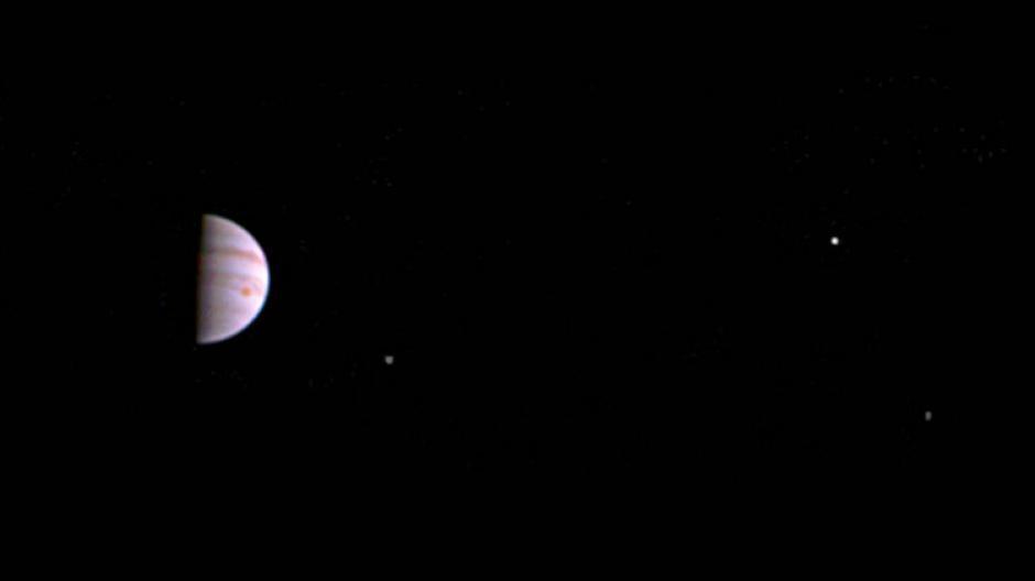La sonda Juno tomó la fotografía a una distancia de 4.3 millones de kilómetros de Júpiter. (Foto: NASA)