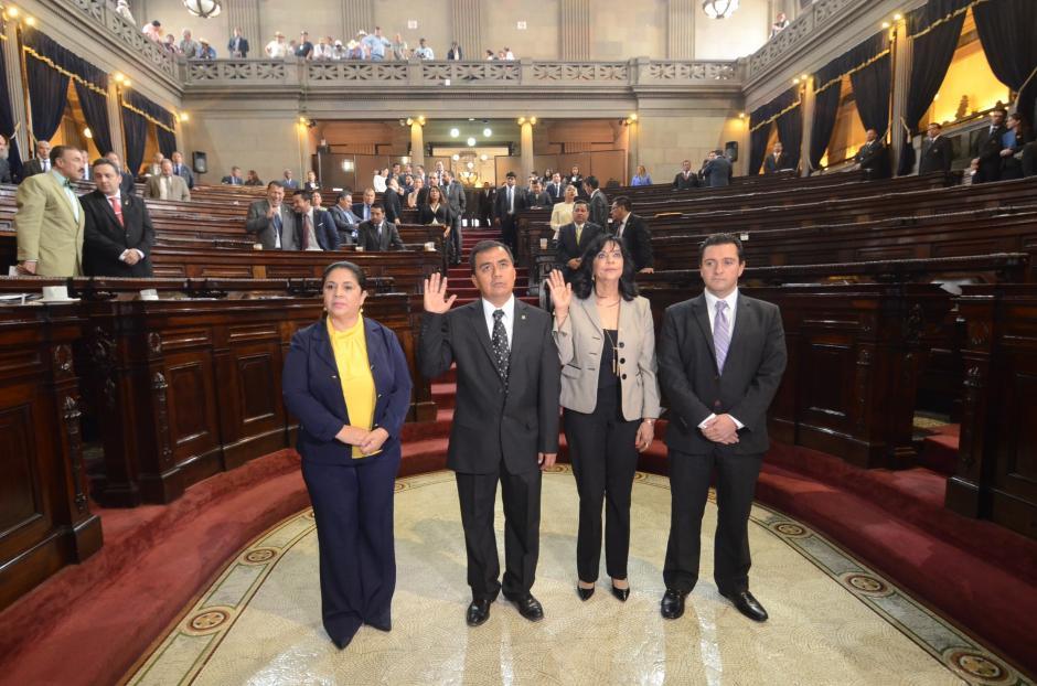 También fueron juramentados Calixto Monzón y Elvia Álvarez serán los representantes del Congreso ante el Renap. (Foto: cortesía José Castro)