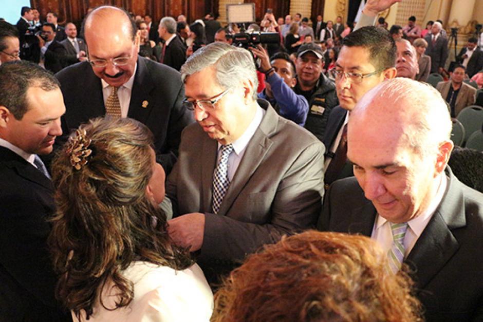 El vicepresidente fue el encargado de juramentar al diputado. (Foto: Parlacen)