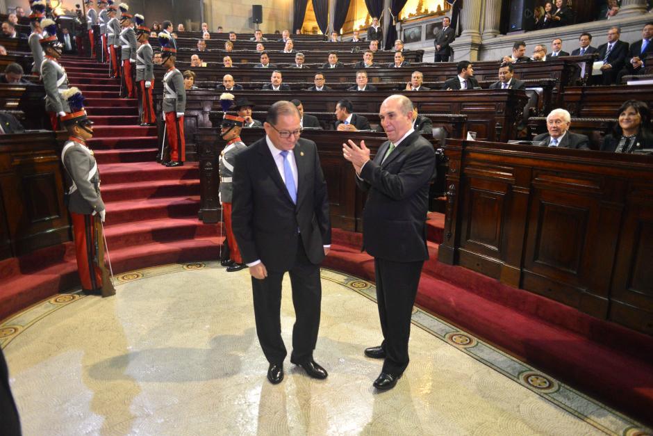 El presidente del Congreso Mario Taracena juramentó al magistrado Neftaly Aldana para ocupar su cargo en la CC.(Foto: Jesús Alfonso/Soy502)