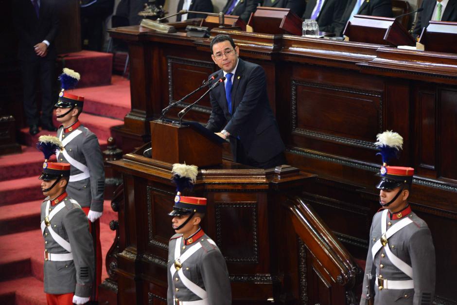 El presidente Jimmy Morales felicitó a los nuevos magistrados. (Foto: Jesús Alfonso/Soy502)