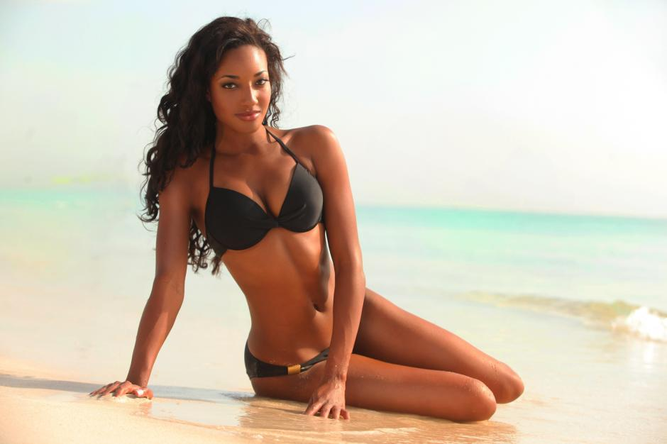 Miss Bahamas le roba a la atención a CR7 foto 01