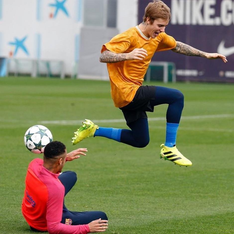 Incluso jugó con personalidades del Fútbol Club Barcelona. (Foto: Neymar)