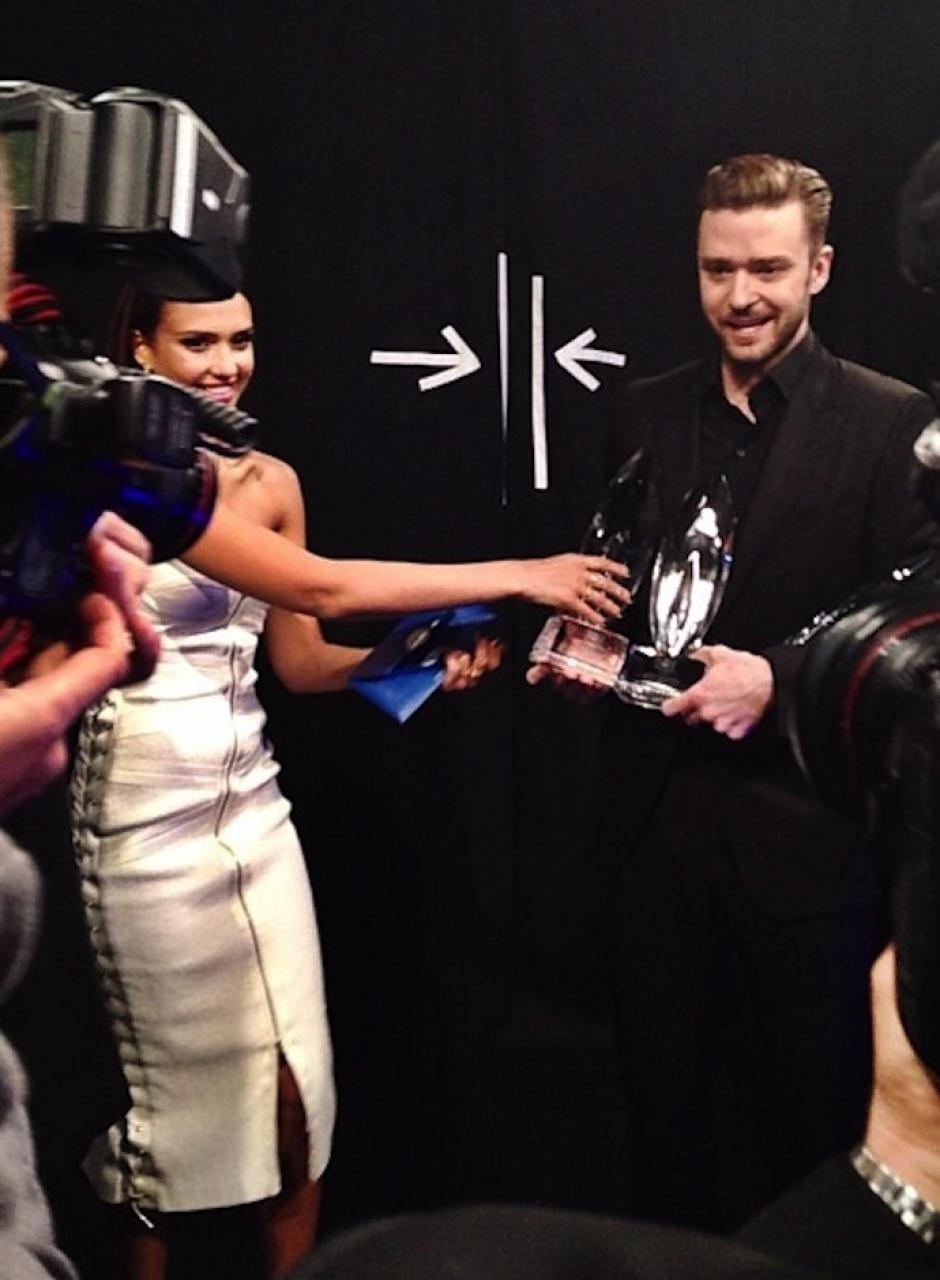 "Timberlake presumió su galardón al ""Albúm Favorito"" ante las cámaras. (Foto: People's Choice)"