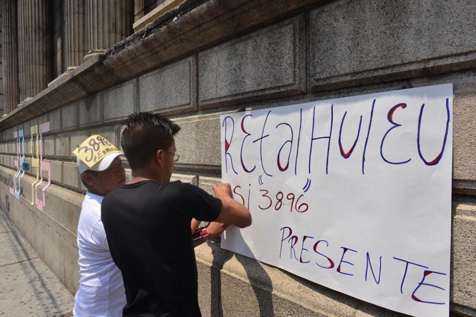 Con pancartas los colectivos hicieron sus demandas. (Foto: Jesús Alfonso/Soy502)