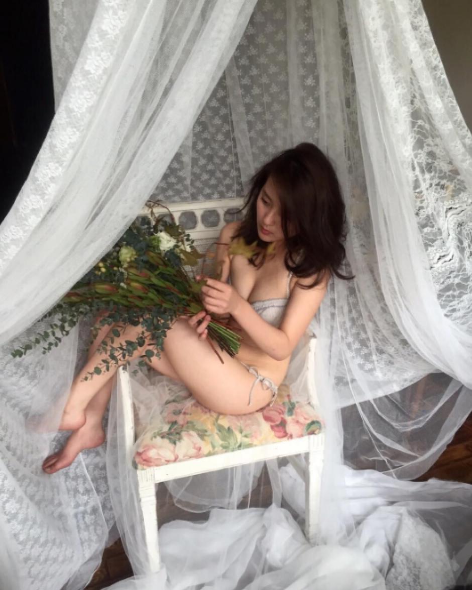 La joven posa en ropa interior sin mostrar de más. (Foto: Sopitas)