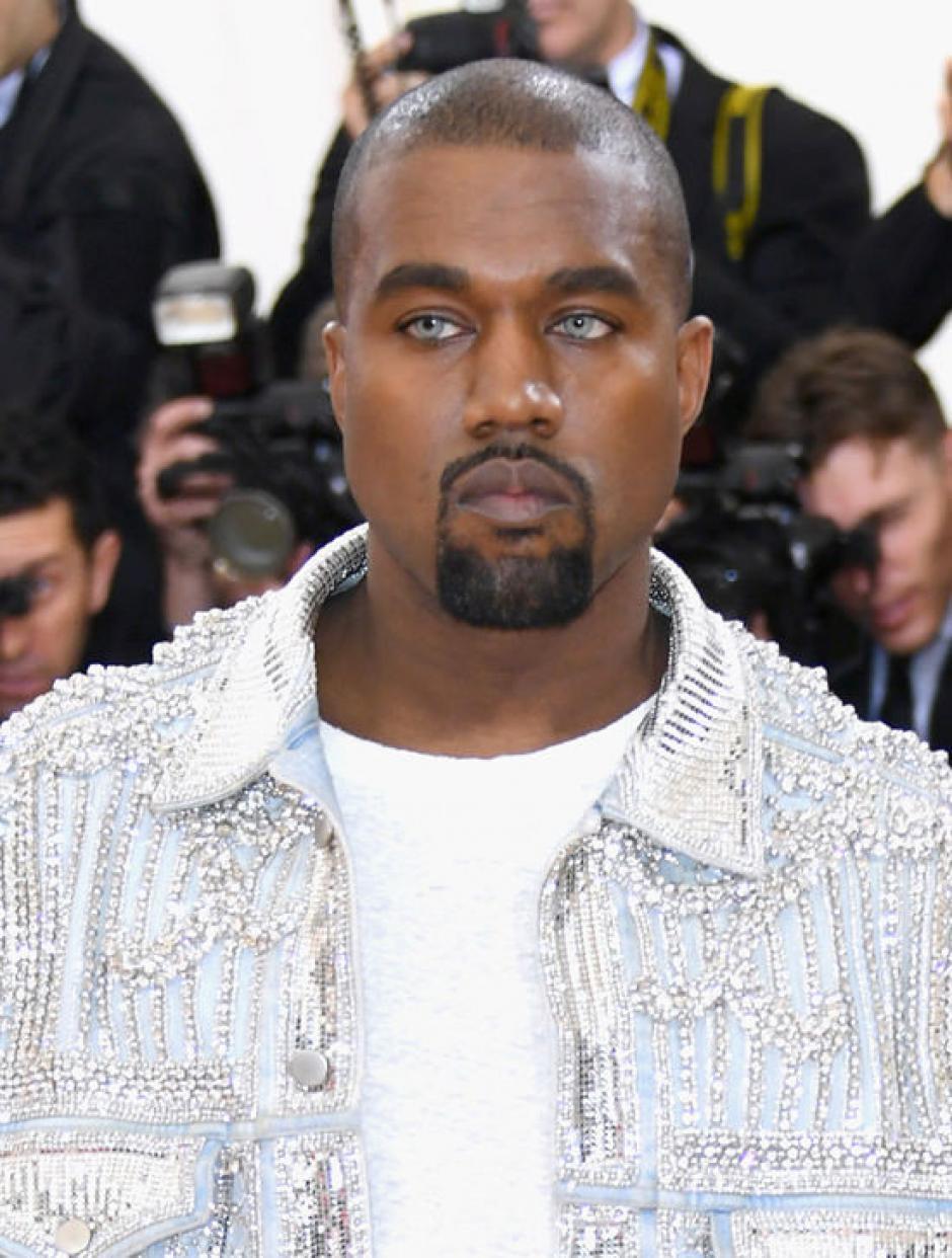 ¿Qué le habrá pasado a los ojos de Kanye durante la velada? (Foto: tomandlorenzo.com)