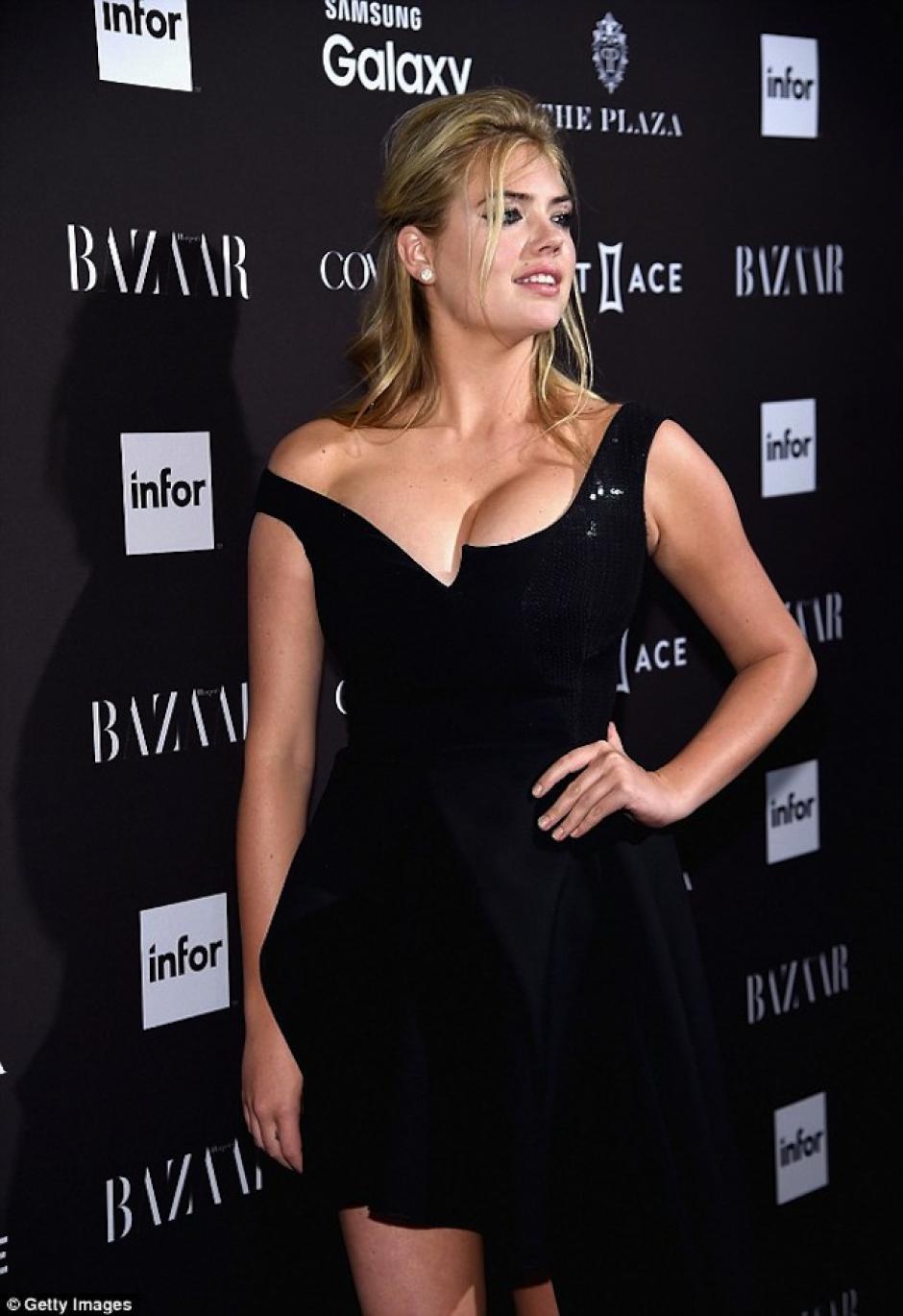 El escote de la actriz causó impacto. (Foto: Getty Images)