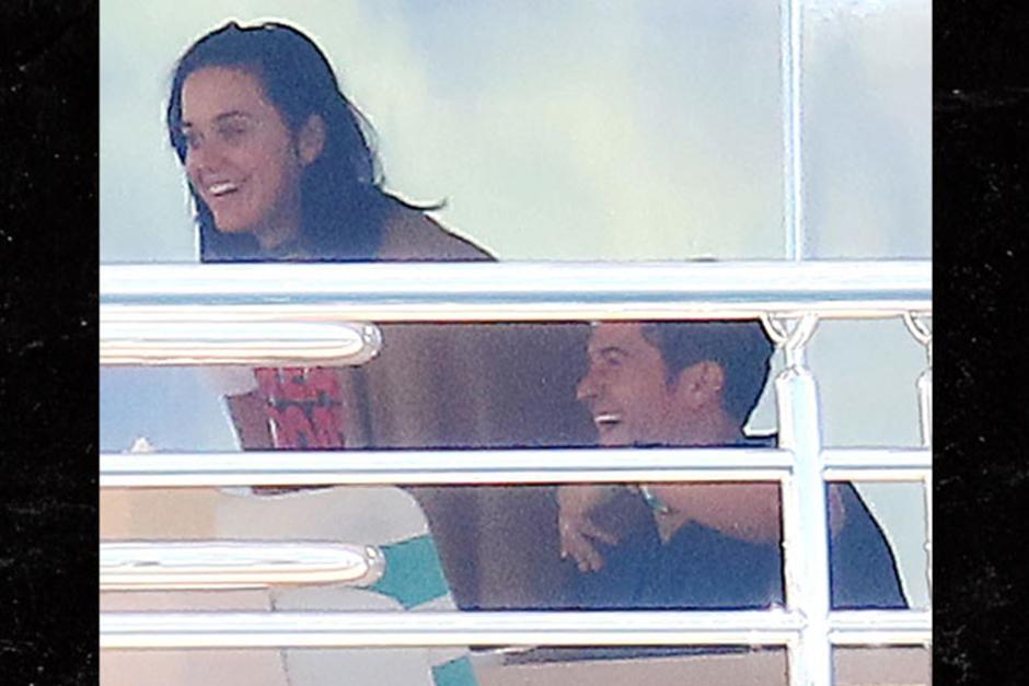 Katy Perry fue fotografiada junto a Orlando Bloom disfrutando de un paseo en yate. (Foto: Fame Flynet)