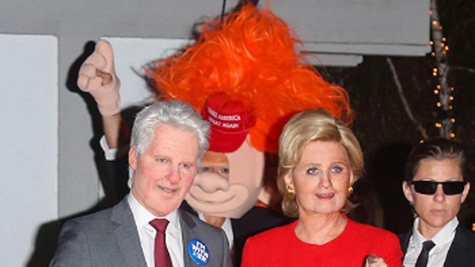 Orlando Bloom y Katy Perry llegaron vestidos de los canditdatos presidenciales a la fiesta de Kate Hudson. (Foto:  Emol)