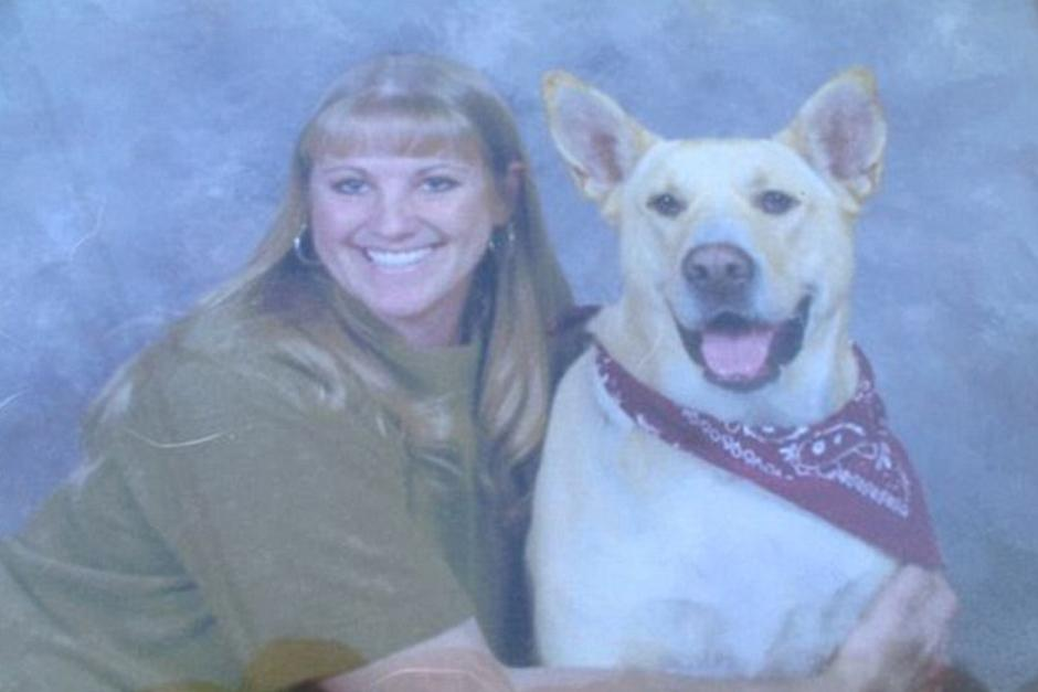 Kelly Black junto a su fiel compañero Paco. (Foto: DailyMail)