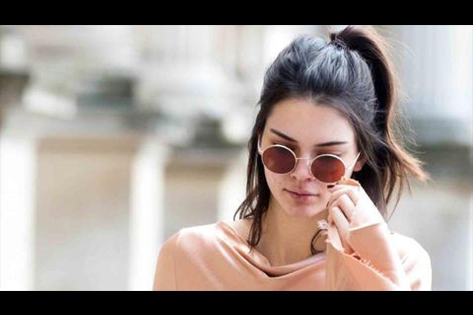 Kendall apareció sin maquillaje en París. (Foto: Telemundo)