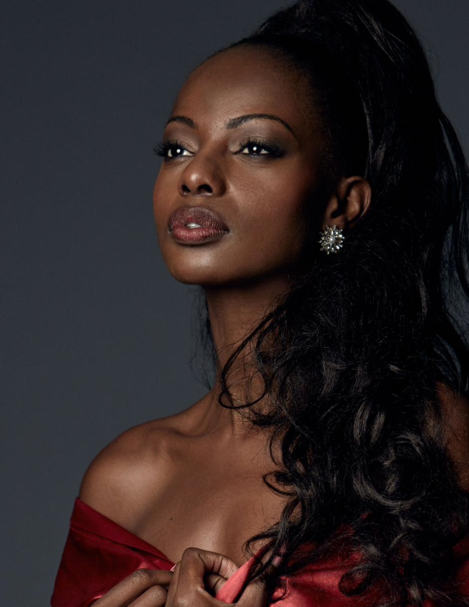 La escritora Mary Esther Were llevó a Kenia a las 9 finalistas. (Foto: Twitter/Miss Universe)