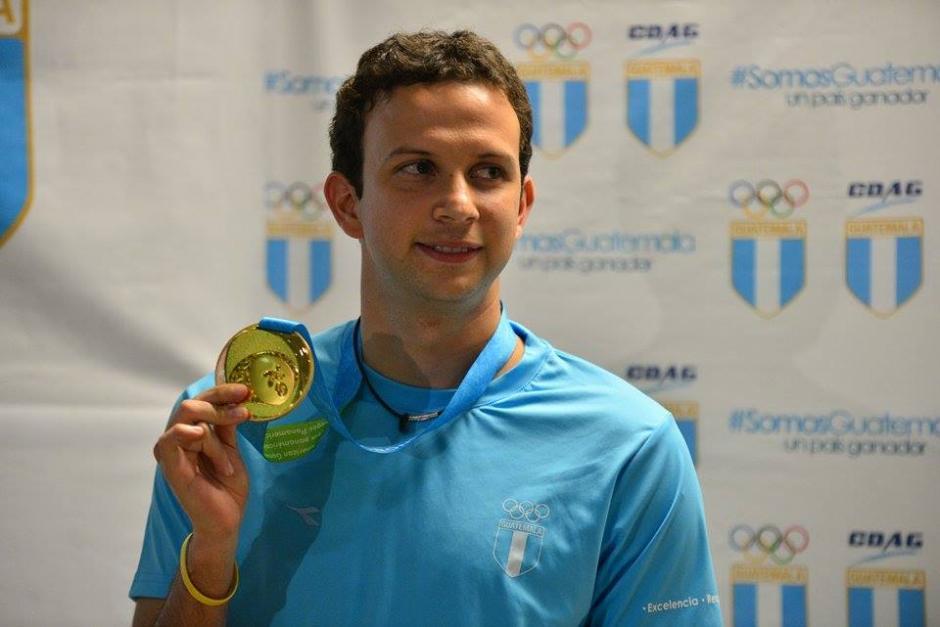Con orgullo Kevin Cordón mostró su medalla de oro, obtenida esta semana en Canadá. (foto: Wilder López/Soy502)