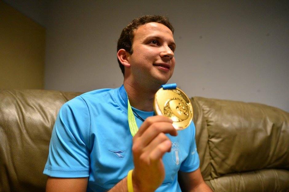 Kevin Cordón mostró su medalla y atendió a los medios de comunicación,. (Foto: Wilder López/Soy502)