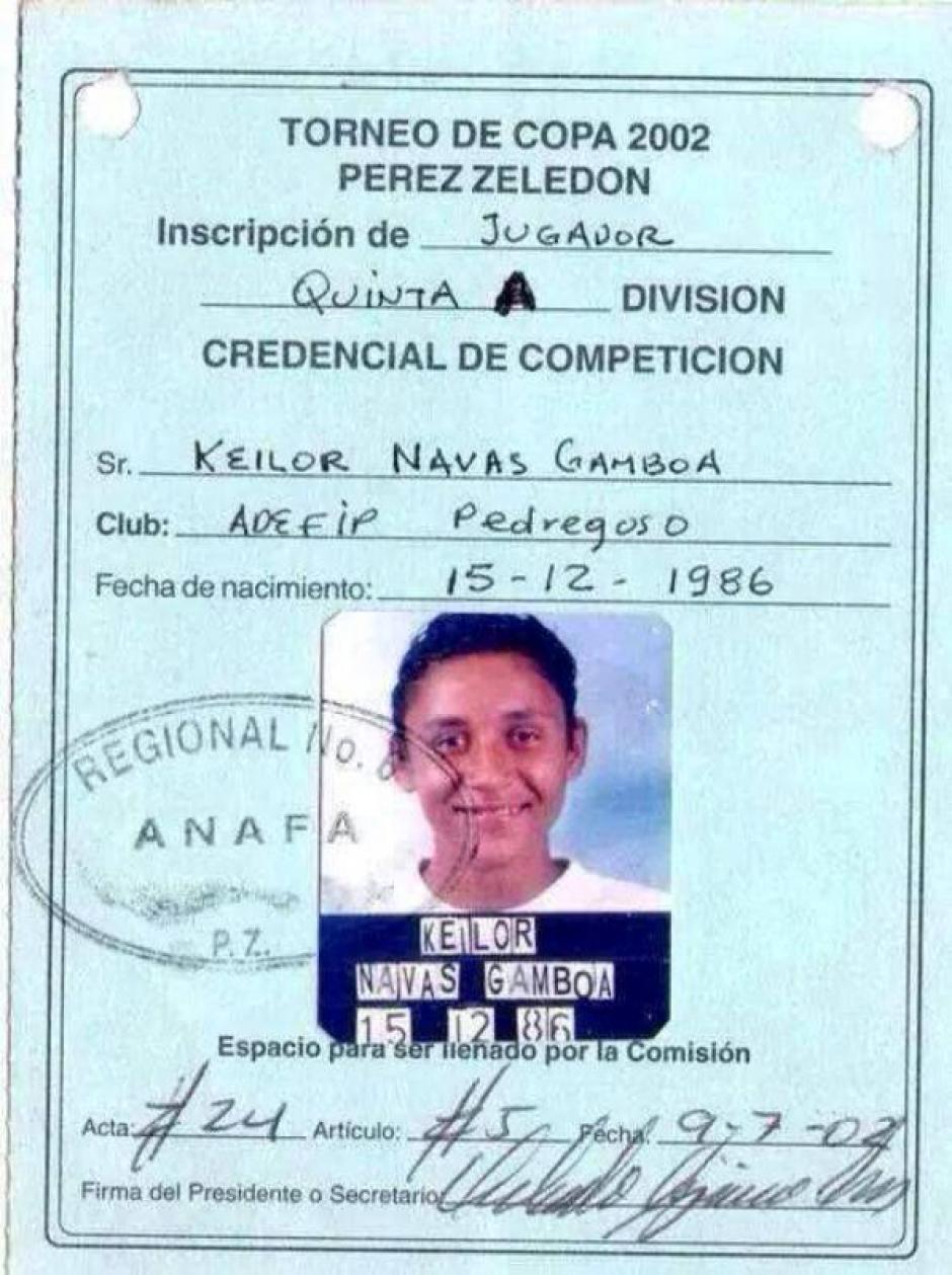 Un carné de Keylor cuando jugaba en la escuela Pedregoso. (Foto: La Nación)