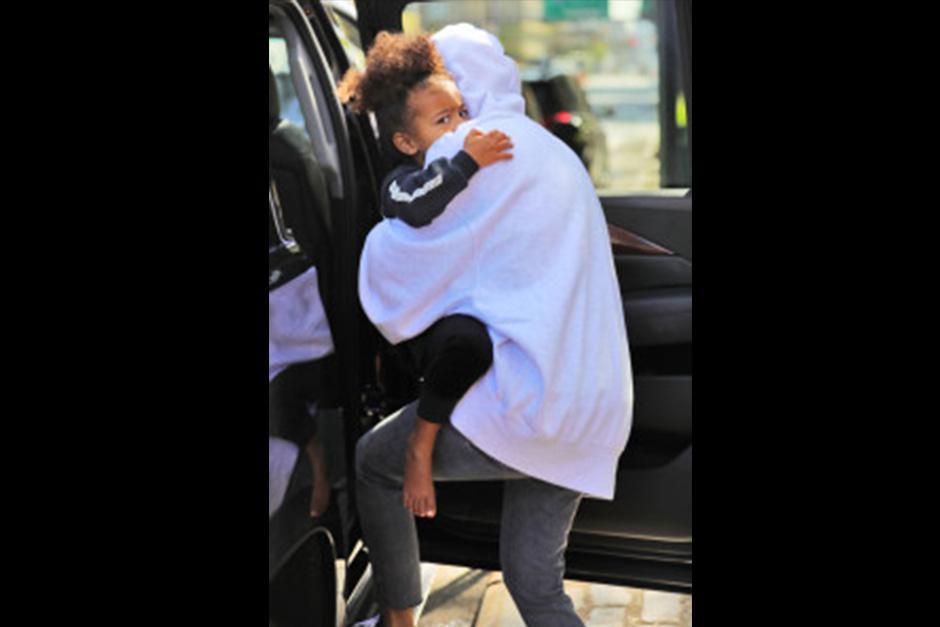 Kim llevaba en brazos a la pequeña North. (Foto: varietylatino)