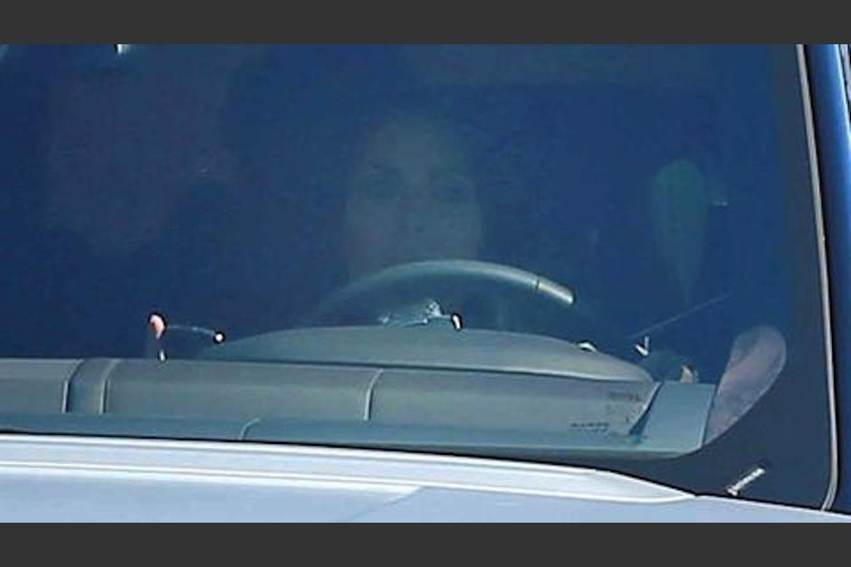 Kim Kardashian cometió una imprudencia al volante. (Foto: Telemundo)