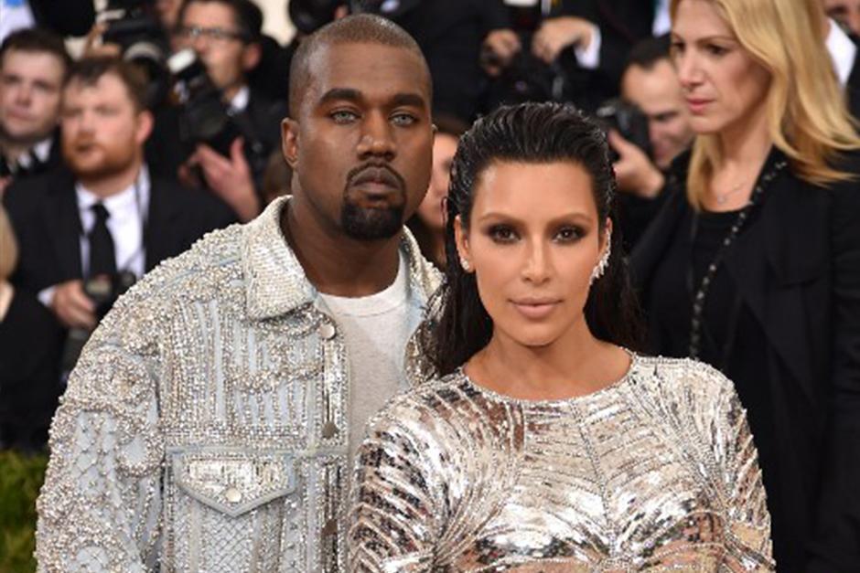 Kim, Khloé y Kourtney Kardashian, junto al esposo de Kim, el famoso rapero Kanye West, están de visita en Cuba. (Foto: AFP)