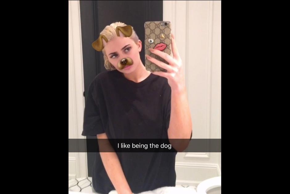 Kylie confirmó que no sabía de qué tono quedaría su pelo. (Foto: Snapchat)