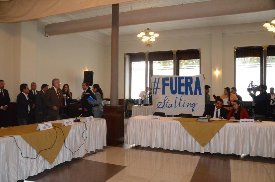 Un grupo de ciudadanos manifestó contra Stalling en la reunión de la pesquisidora. (Foto: cortesía José Castro)