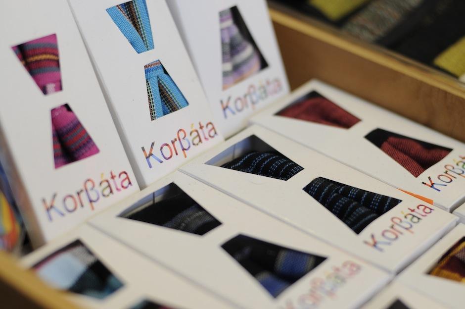 Corbatas y corbatines de la marca Korbáta agregan el color de Guatemala a cada una de sus piezas. (Foto: Esteban Biba/Soy502)