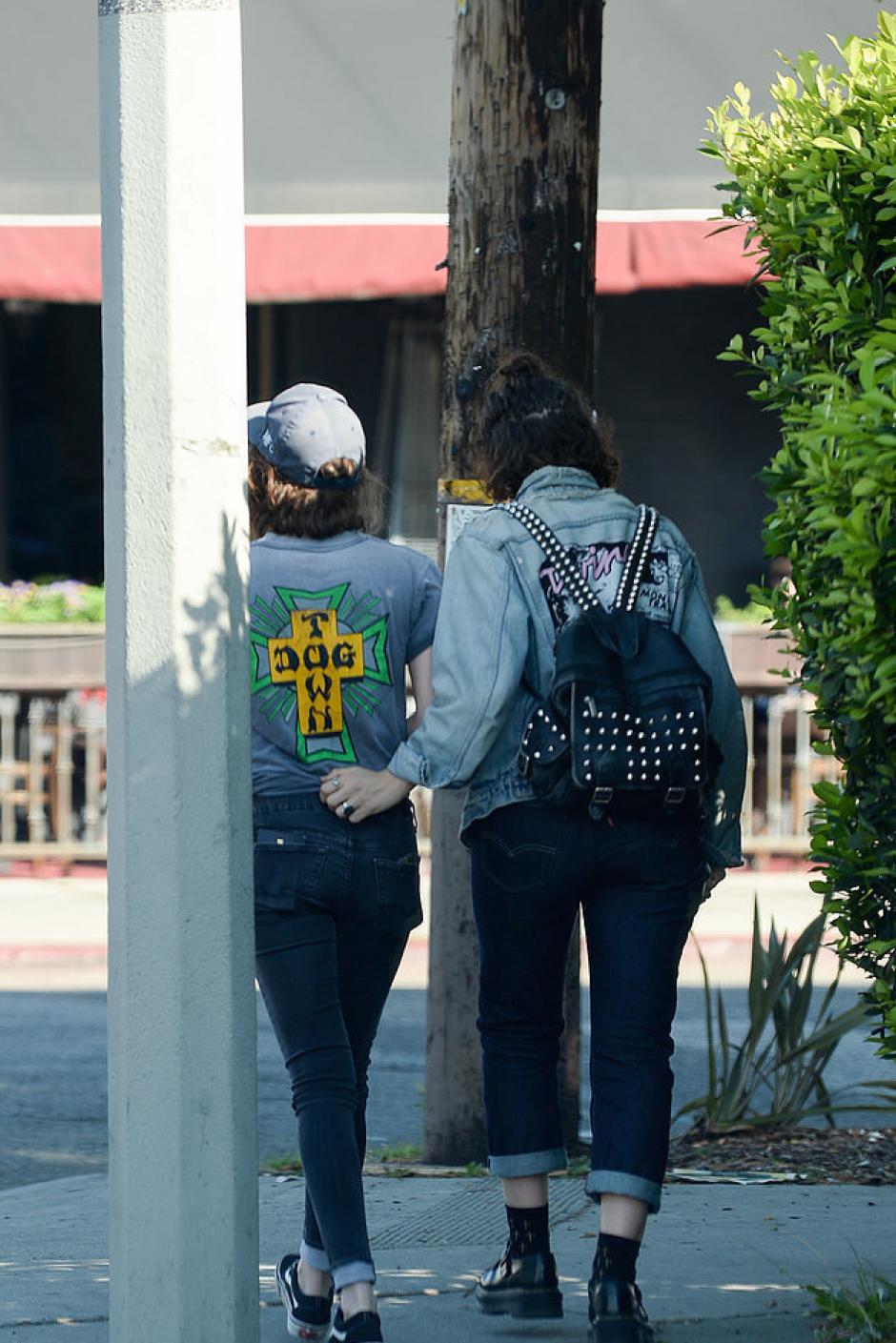 Stewart fue vista con su nueva conquista en Los Ángeles. (Foto: sopitas.com