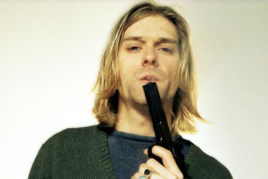 Kurt Donald Cobain fue encontrado muerto y al parecer se suicidó de un disparo en la cabeza el 5 de abril de 1994