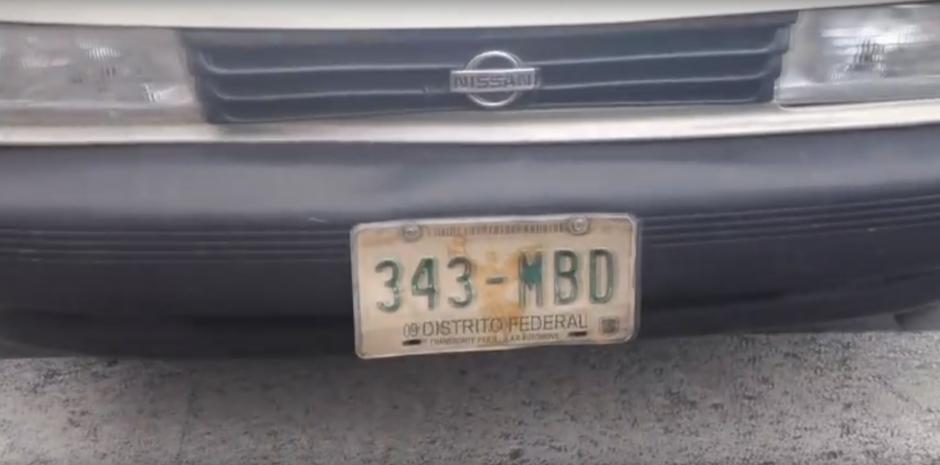 Esta es la placa del vehículo que conducía. (Foto: Captura de YouTube)