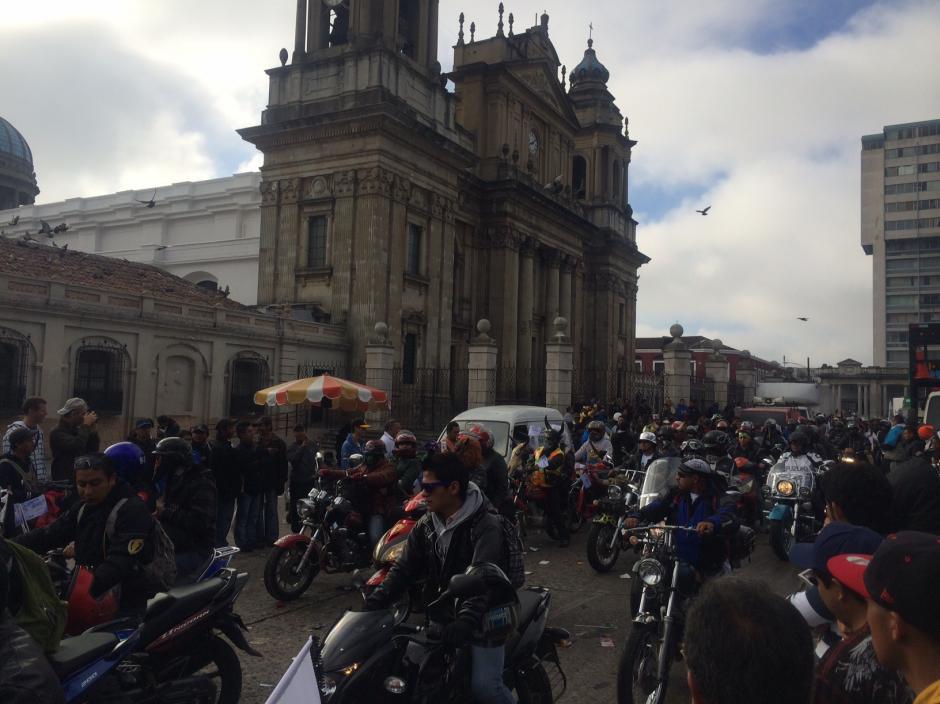 Desde la Plaza de la Constitución, hasta la Basílica de Esquipulas. Miles de motoristas se suman cada año a la Caravana del Zorro.(Foto: Luis Barrios/Soy502)