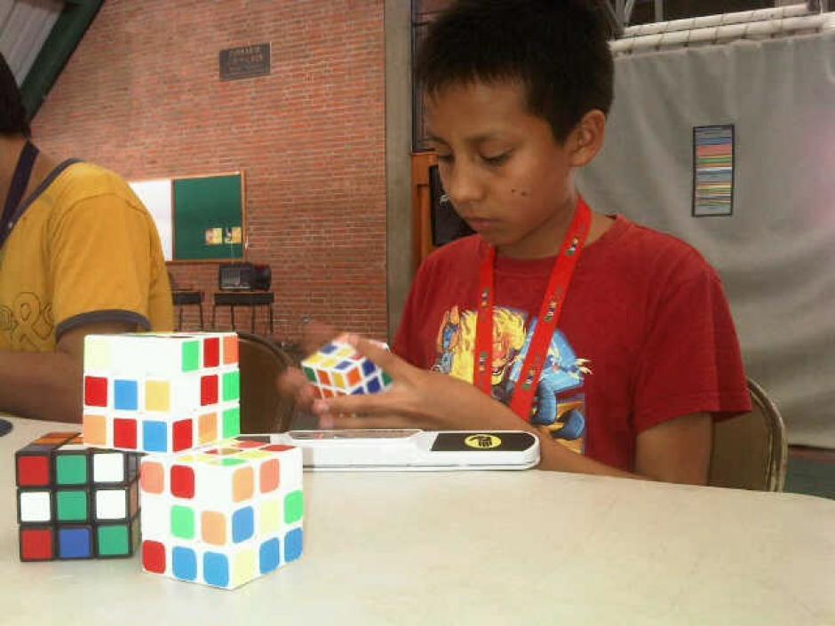El tío de Fredy Bulux despertó en él y sus hermanos el interés por el Cubo de Rubik. (Foto: Tekandi Paniagua)