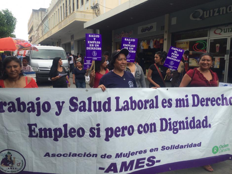 Asociaciones y gremios laborales de diferentes entidades participaron en la movilización de este 1 de mayo. (Foto: Luis Barrios/Soy502)