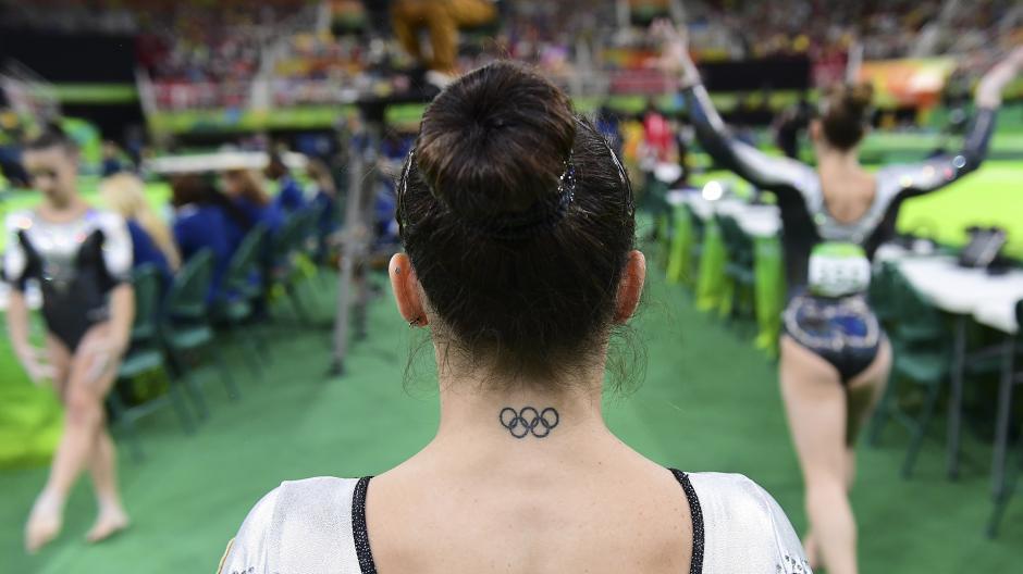 El cuello de la italiana Vanessa Ferrrari. (Foto: AFP)
