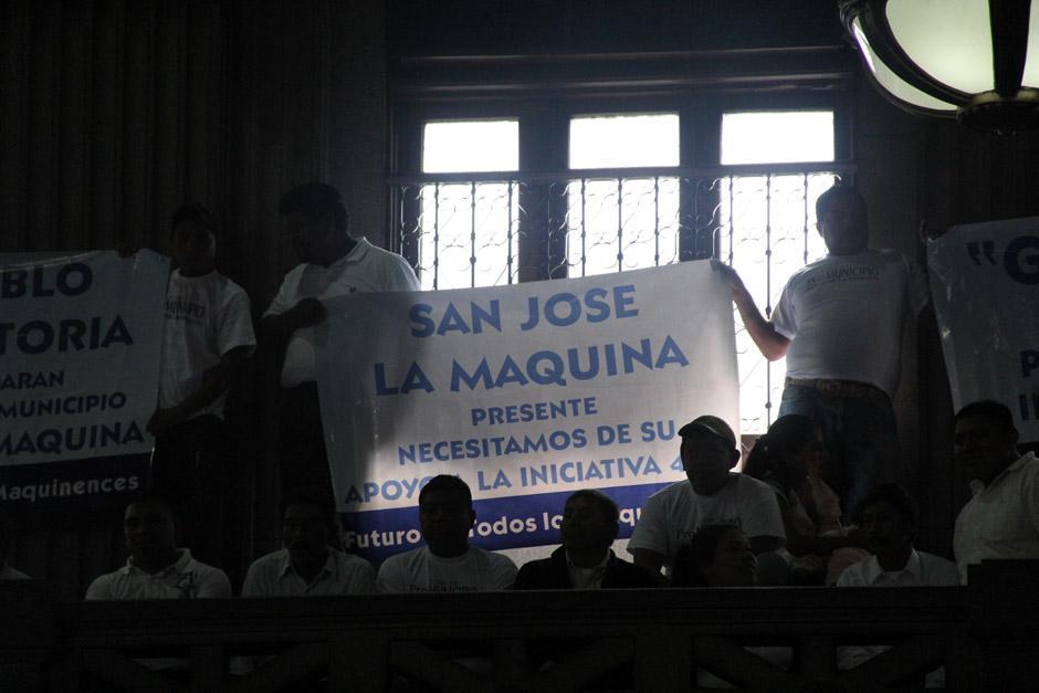 Pobladores de San José La Máquina se encontraban presentes en el Congreso para escuchar la creación del nuevo municipio ubicado en Suchitepéquez (Foto: Jesús Alfonso/Soy502)