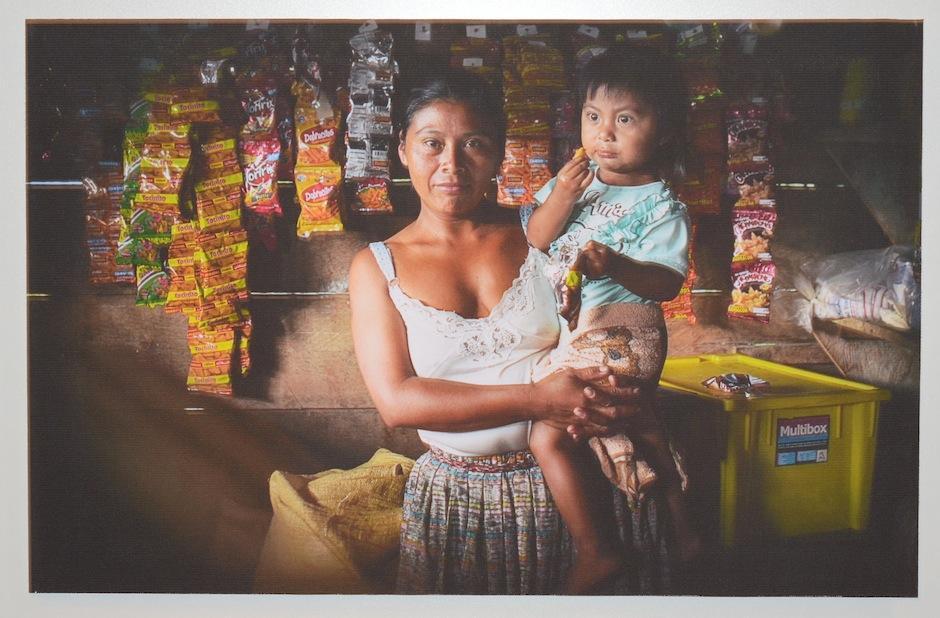 """""""La Tienda de la comunidad"""" de Monique Aparicio, muestra uno de los trabajos de los habitantes algunas comunidades de Tucurú, Alta Verapaz. (Foto: Selene Mejía/Soy502)"""