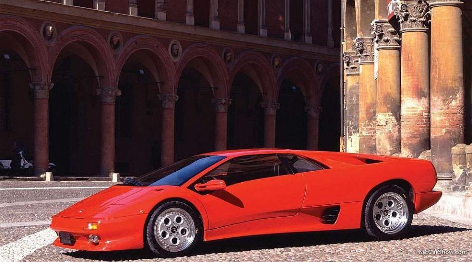 El Lamborghini Diablo VT es un potente superdeportivo que resalta por ser el primer carro de la marca italiana. (Foto: Lamborghini)