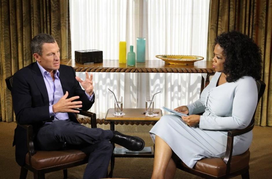 """El 15 de enero de 2013, la cadena televisivaOprah Winfrey Network, muestra la entrevista exclusiva dela conductora estadounidenseOprah Winfrey con Lance Armstrong. """"Oprah y Lance Armstrong: La exclusiva mundial,"""" fue expandida al aire como un evento de dos noches.(Foto: AFP)"""