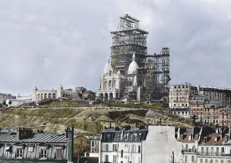 El campanario de la basílica de Sacre Coeur en construcción en la colina de Montmartre en París. 1880 (Foto: The Paper Time Machine)