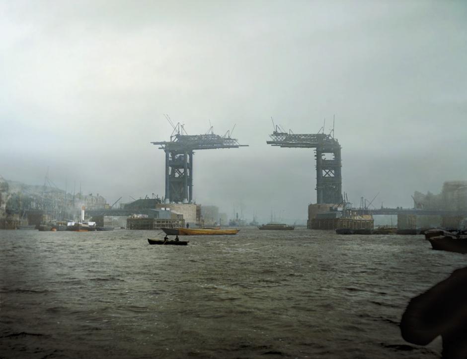 Puente de la Torre en construcción, Londres. 1889 (Foto: The Paper Time Machine)