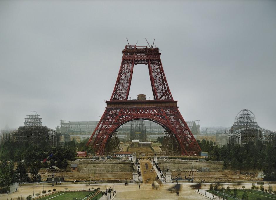 Enero de 1888. La construcción de la Torre Eiffel, París. (Foto: The Paper Time Machine)