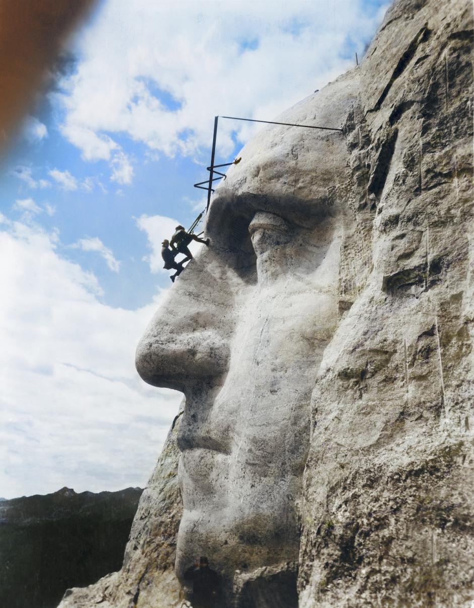 Inspección de trabajo en la cara de Washington, el Monte Rushmore, Dakota del Sur, 31 de Mayo de 1932 (Foto: The Paper Time Machine)