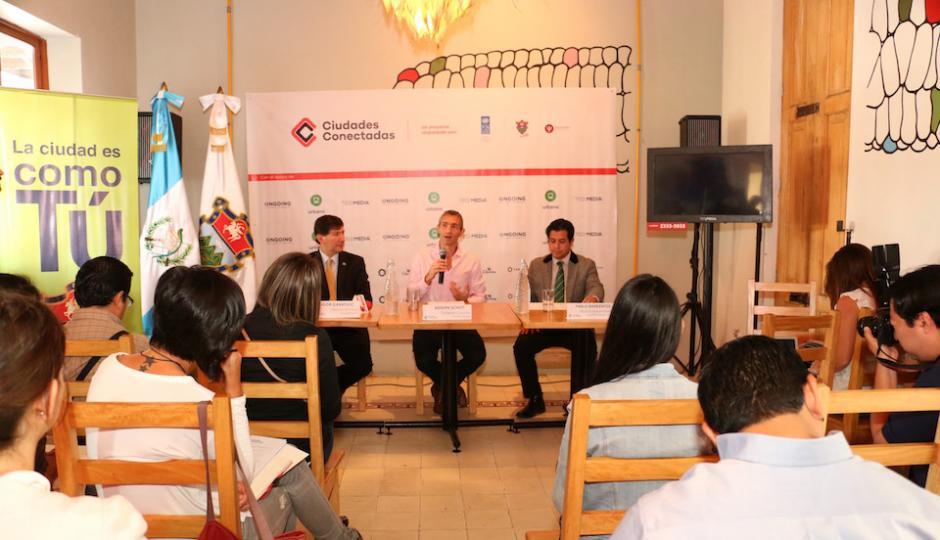 """En la conferencia de prensa dieron a conocer la primera campaña del proyecto que se llamará """"Prende tu foco"""". (Foto: Ciudades Conectadas)"""