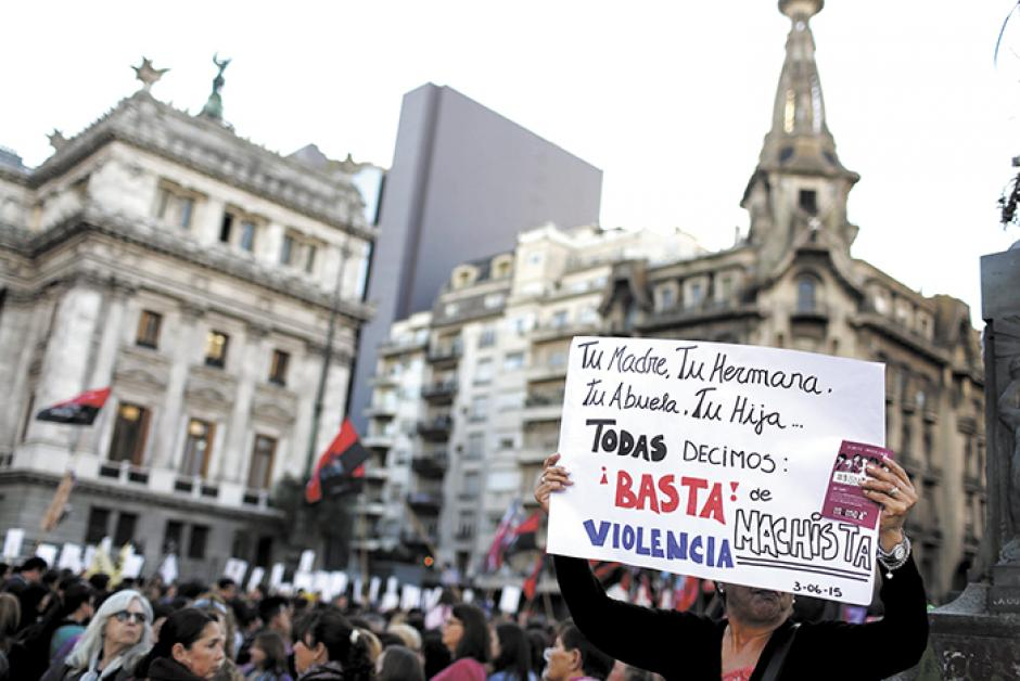 El miércoles 19 de octubre cientos de personas salieron a las calles a manifestar su repudio contra la violencia a la mujer. (Foto: laprensa.com)