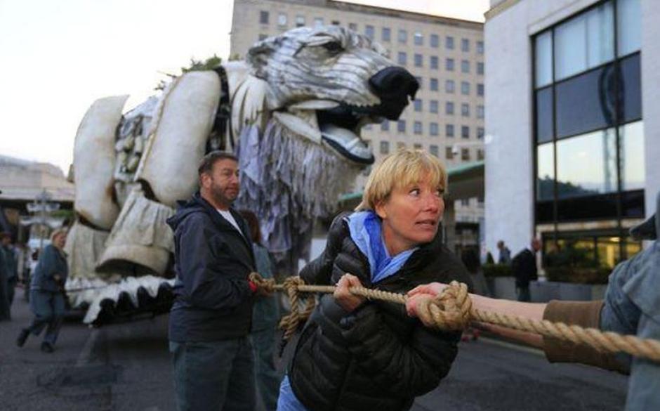 La protesta contó con el apoyo de la actriz británica Emma Thompson, quien pide a la compañía que detenga la perforación en el Ártico. (Foto: laprensa.peru.com)