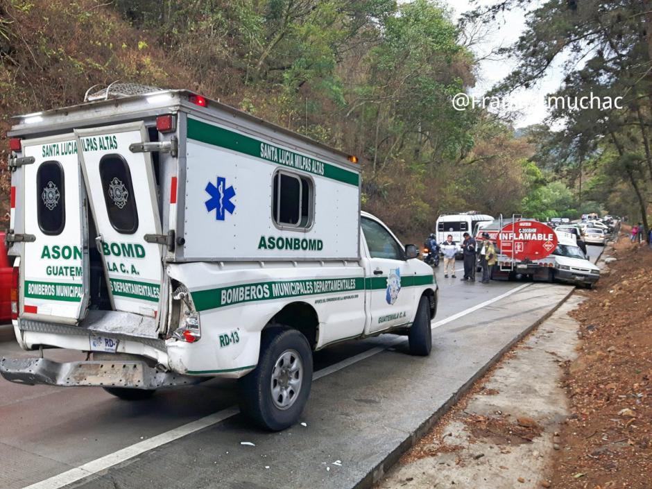 Una ambulancia estuvo involucrada en un percance vial en la bajada de Las Cañas.  (Foto: @FrancisImuchac)