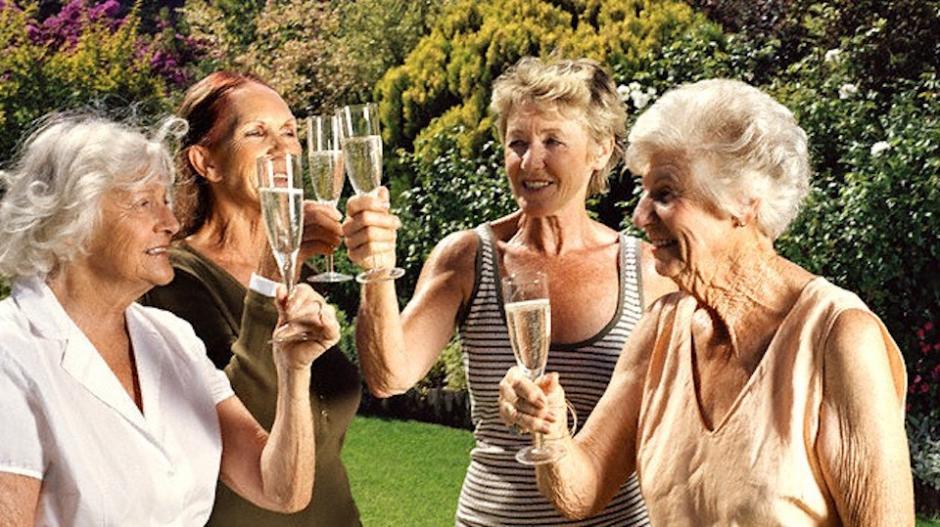 Las mujeres son más longevas por haber implementado más hábitos saludables(Foto: lanacion.com.ec)
