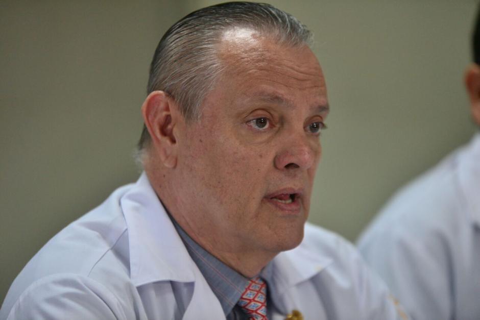 El director del Hospital Roosevelt, Carlos Soto, informó sobre el egreso. (Foto: Wilder López/Soy502)